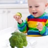 Небольшая хитрость помогает до отвала накормить ребенка овощами