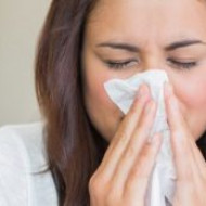 Медики рассказали, как правильно лечить простуду