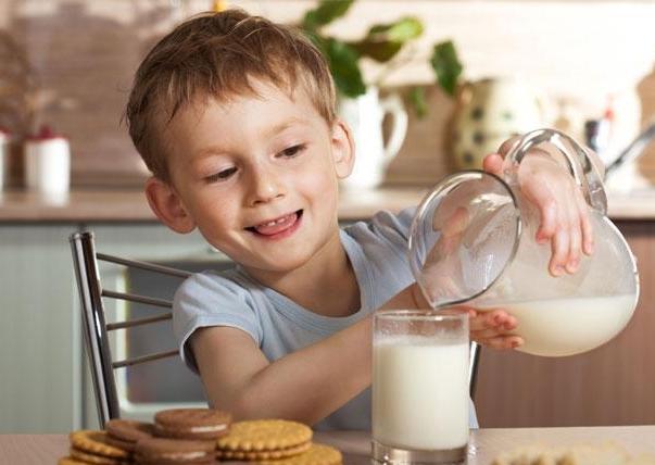 Полезно ли для детей обезжиренное молоко?