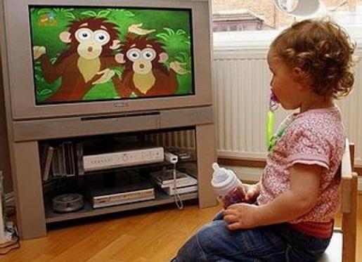Употреблять сладкую газировку детей принуждает телевизор