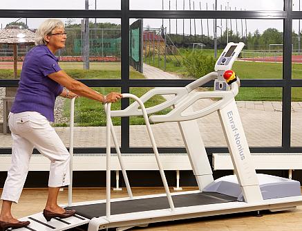 После травмы спинного мозга рекомендованы упражнения на беговой дорожке