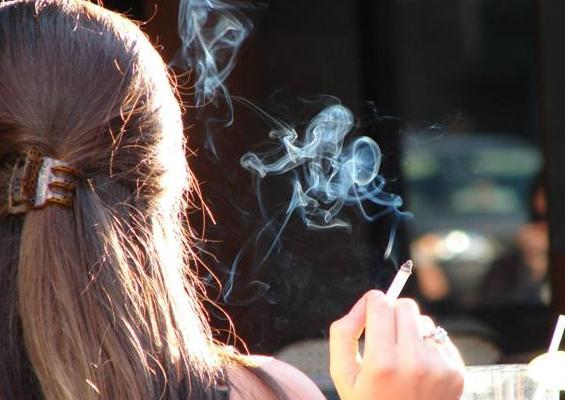 Курение провоцирует у женщин геморрагический инсульт