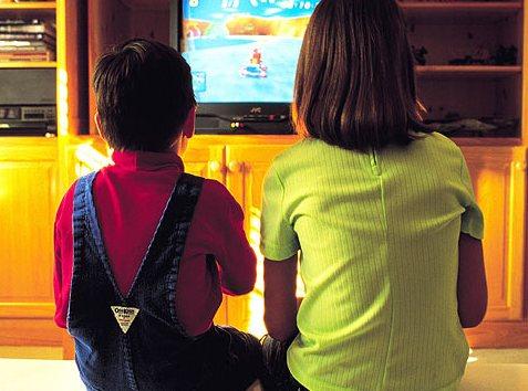 Телевизор тормозит развитие детей и уменьшает словарный запас