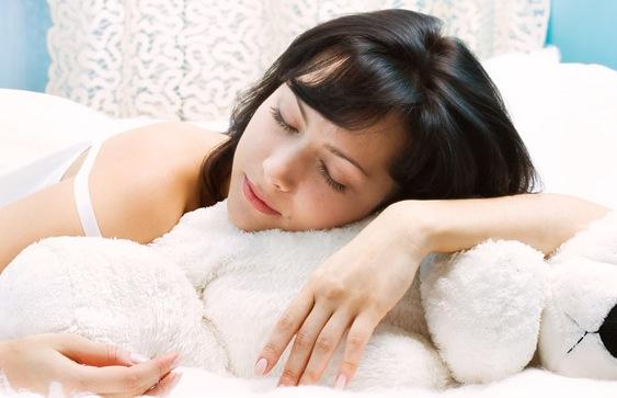 Строгое соблюдение режима сна помогает сохранить фигуру