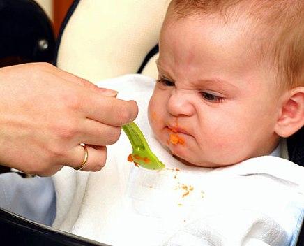 Медики назвали главные ошибки молодых родителей в вопросах детского питания
