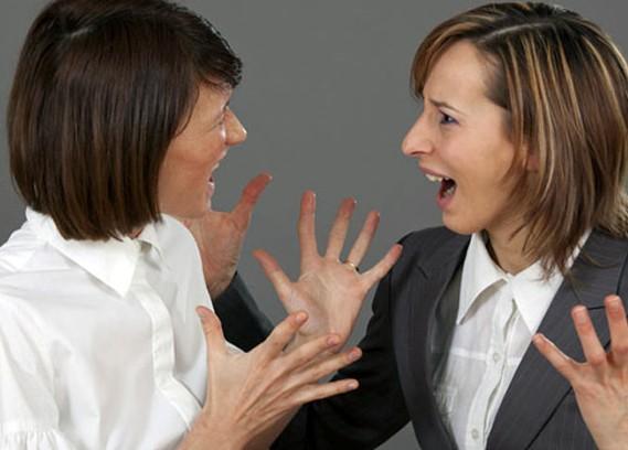 Овуляция пробуждает в женщине желание конкурировать