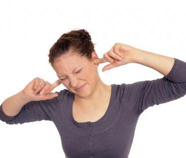 Медики спорят о возможности избавления от звона в ушах при помощи имплантата