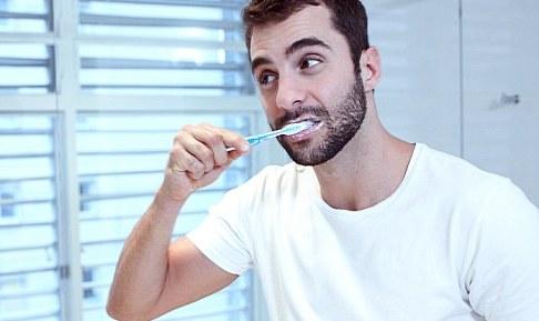 Ученые доказали, что зубная нить малоэффективна