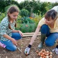 Игры ребенка на свежем воздухе защитят его от близорукости на всю жизнь