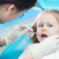 Стоматологи запрещают целовать детей в губы